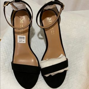 Ladies opened toe black heels, size 9 New